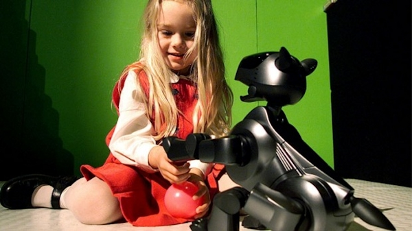 Samantha Kraft with a Sony AIBO robotic dog