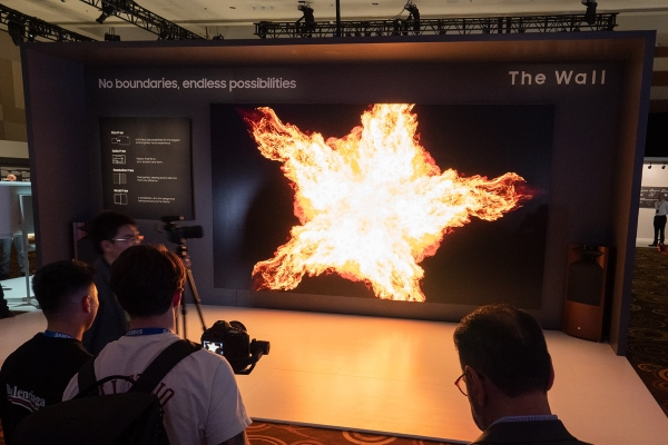 "TV and presence: Samsung's 219-inch Micro LED TV ""pretty much looks"